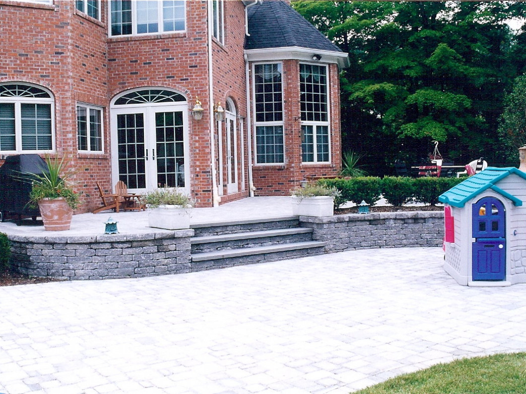 Custom Patios & Outdoor Kitchens